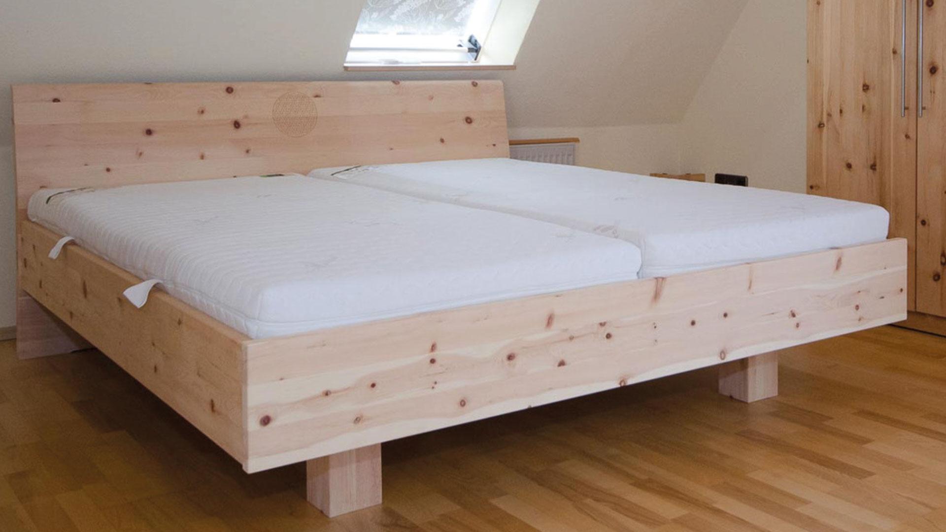Massivholz Balkenbett Triest aus Zirbenholz