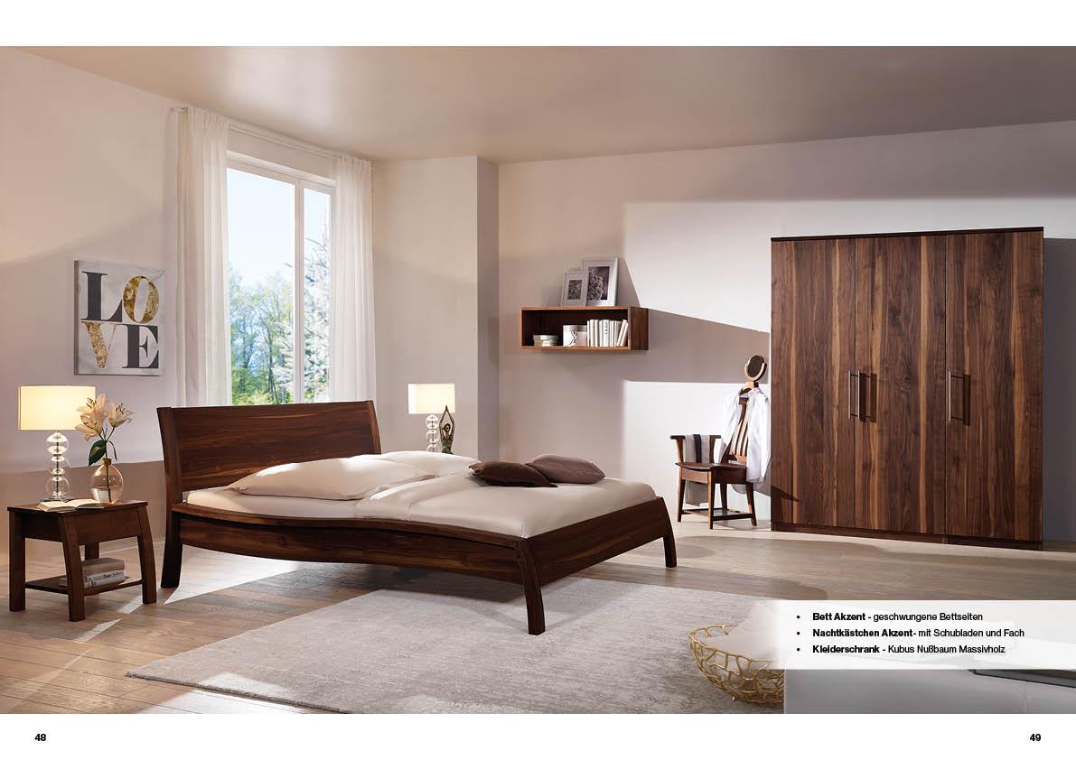 schlafzimmer-nussbaum-bett-akzent-kleiderschrank-kubus
