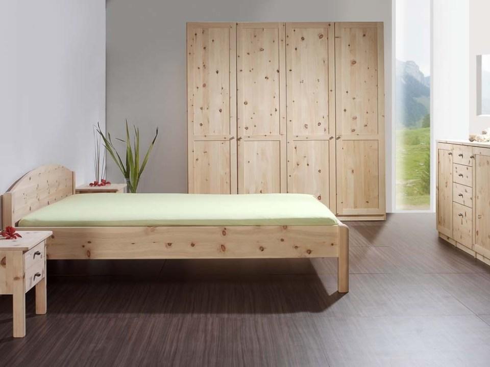 schlafzimmerschrank-zirbenholz