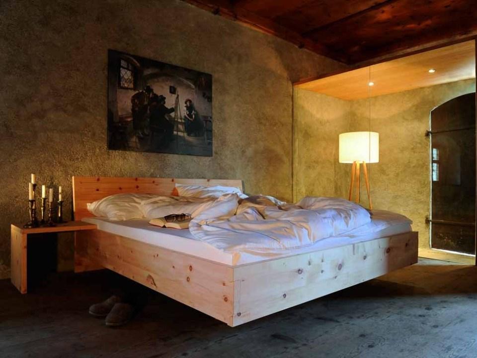 Tiroler Zirbenbett mit Schwalbenschwanzverbindung