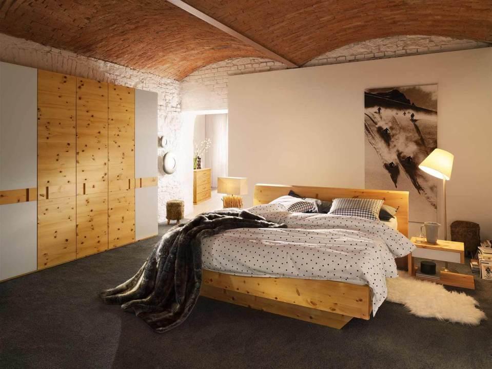 Schlafzimmer Massivholz aus Zirbenholz